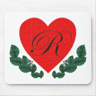 Mousepad R em um coração