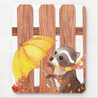Mousepad racoon com guarda-chuva que anda pela cerca