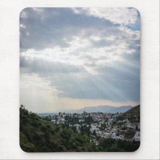 Mousepad Raios de luz solar filtrados através das nuvens de