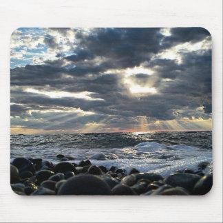 Mousepad Raios de sol em uma costa rochosa