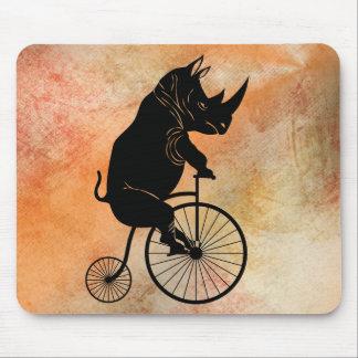 Mousepad Rinoceronte preto na bicicleta do vintage