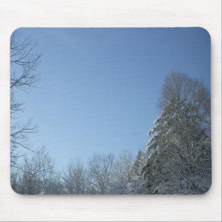 Mousepad Sun em árvores cobertos de neve