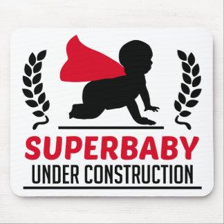 Mousepad superbaby sob a construção