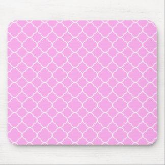 Mousepad Teste padrão cor-de-rosa e branco de Quatrefoil