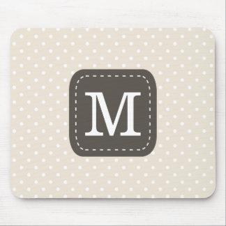 Mousepad Teste padrão de bolinhas de Beig com monograma