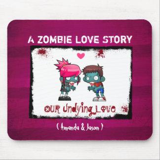 Mousepad Um casal bonito do zombi: Um zombi Love Story
