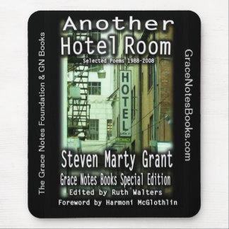 Mousepad Uma outra sala de hotel por Steven Marty Grant