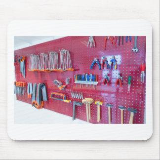 Mousepad Várias ferramentas que penduram na parede no