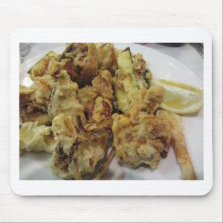 Mousepad Vegetais crocantes panados e fritados com limão