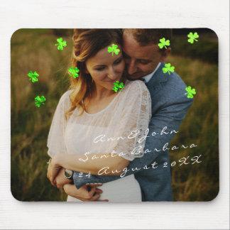 Mousepad Verde do trevo do favor do casamento do nome da