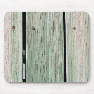 Mousepad Verde e passagem de madeira da prancha de Brown