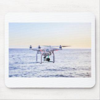 Mousepad Zangão do vôo na costa acima do mar