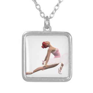 Movimento dinâmico do balé colar com pendente quadrado
