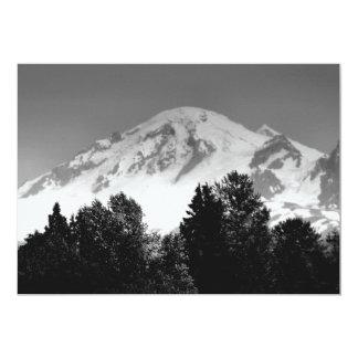 Mt. Padeiro através das árvores Convite 12.7 X 17.78cm