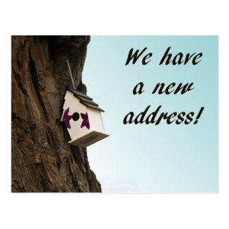Mudança de endereço com cartão do birdhouse cartão postal
