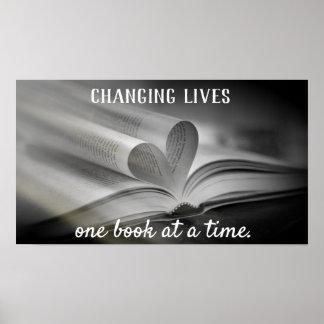 Mudar vive um livro em um poster do tempo