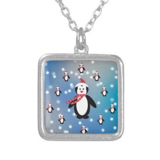 Muitos pinguins colar banhado a prata