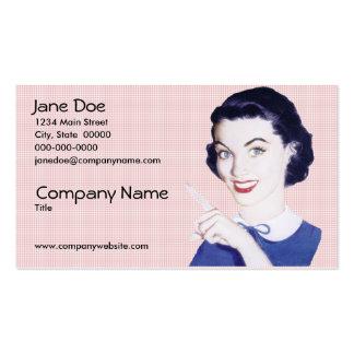 Mulher apontando dos anos 50 retros cartão de visita