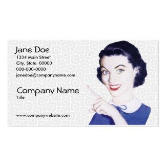 Mulher apontando V2 dos anos 50 retros Cartão De Visita