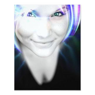 Mulher de incandescência futurista do cabelo convite 10.79 x 13.97cm
