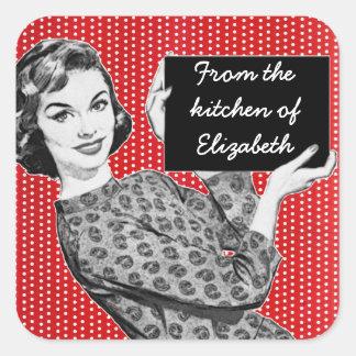 mulher dos anos 50 com etiquetas de uma cozinha do adesivos quadrados