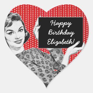 mulher dos anos 50 com um aniversário do sinal adesivo coração