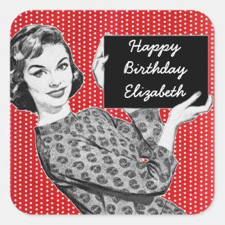 mulher dos anos 50 com um aniversário do sinal adesivo quadrado