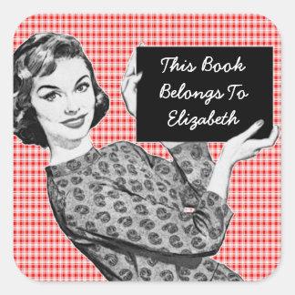 mulher dos anos 50 com um Bookplate do sinal V2 Adesivos Quadrados