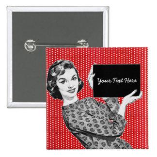 mulher dos anos 50 com um sinal botons