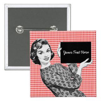 mulher dos anos 50 com um sinal V2 Boton