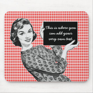 mulher dos anos 50 com um sinal V2 Mousepad