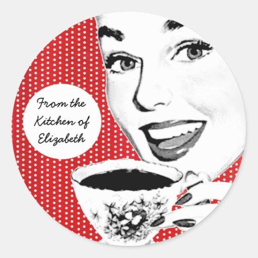 mulher dos anos 50 com uma etiqueta da cozinha do adesivos em formato redondos