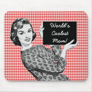 mulher dos anos 50 com uma mamã do sinal V2 Mousepad