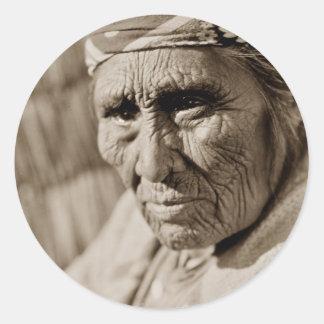 Mulher idosa do nativo americano da mulher de adesivo
