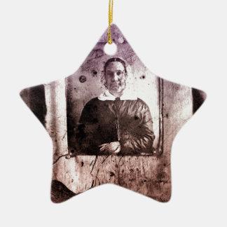 mulher idosa do Victorian dos 1800s Ornamento De Cerâmica Estrela