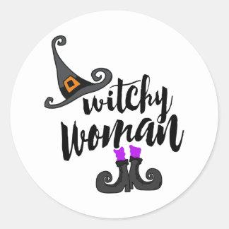 Mulher lunática o Dia das Bruxas de Witchy Adesivo Redondo