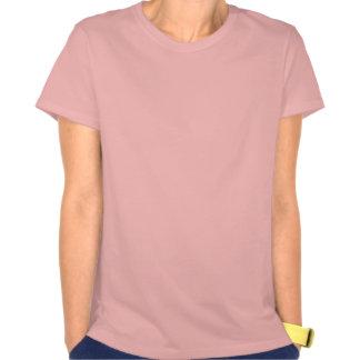 Mulher no interior malva no T das mulheres T-shirt