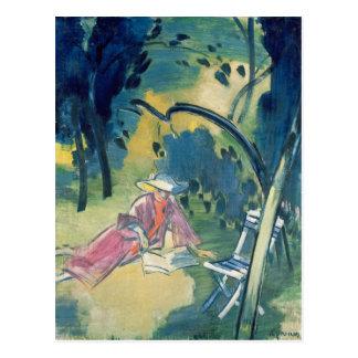 Mulher no jardim cartão postal