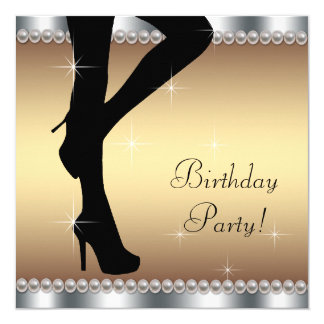 Mulher que pisa na festa de aniversário convite quadrado 13.35 x 13.35cm