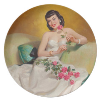 Mulher retro dos anos 50 com rosas pratos de festas