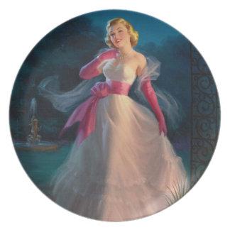 Mulher retro dos anos 50 durante a noite pratos