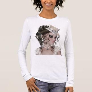 Mulher triguenha bonita com chapéu bege camiseta manga longa