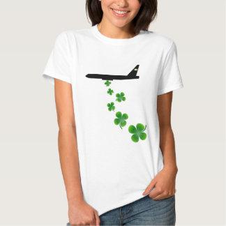 Mulheres do bombardeiro do trevo t-shirts