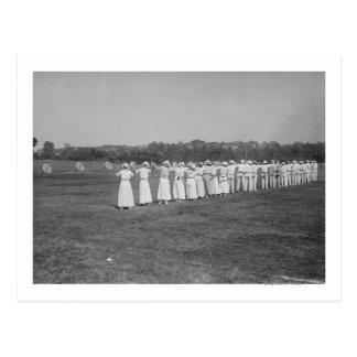 Mulheres na fotografia da reunião do tiro ao arco cartão postal