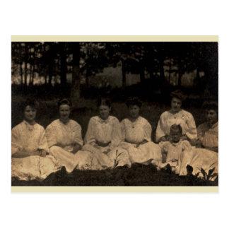 Mulheres no branco cartão postal