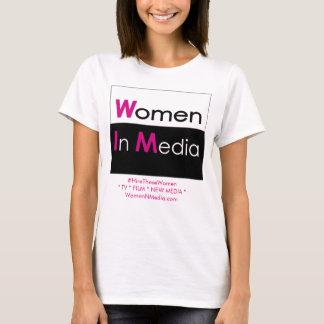 Mulheres no branco da camiseta dos meios