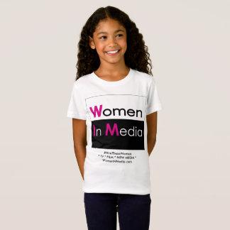 Mulheres no branco da camiseta dos meios para