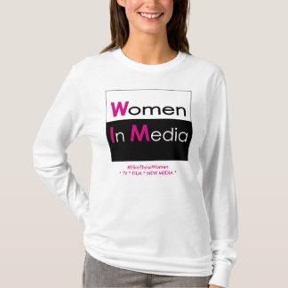 Mulheres no branco longo da camiseta da luva dos
