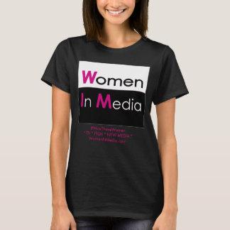 Mulheres no preto da camiseta dos meios
