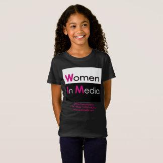 Mulheres no preto da camiseta dos meios para